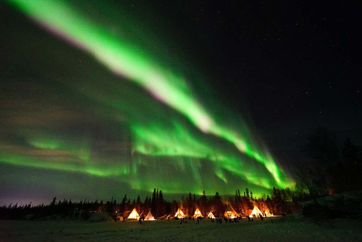 Spektakuläres Leuchten am Nachthimmel ¿ die Nordlichter im Aurora Village in Yellowkife sind fast unwirklich schön.
