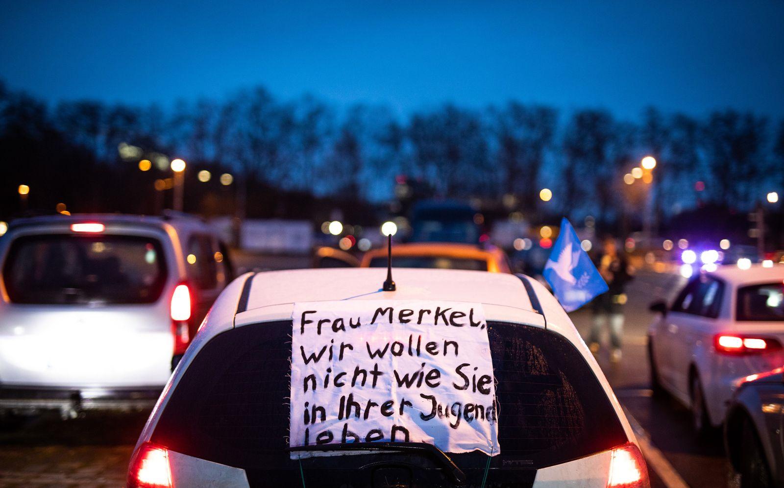 """""""Querdenken""""-Autokorso in Stuttgart"""