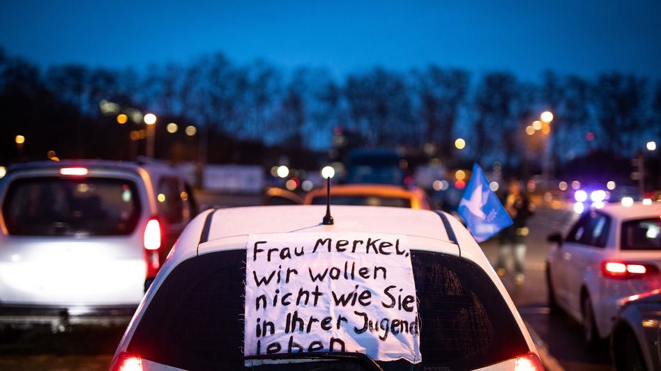 »Querdenken«-Autokorso in Stuttgart
