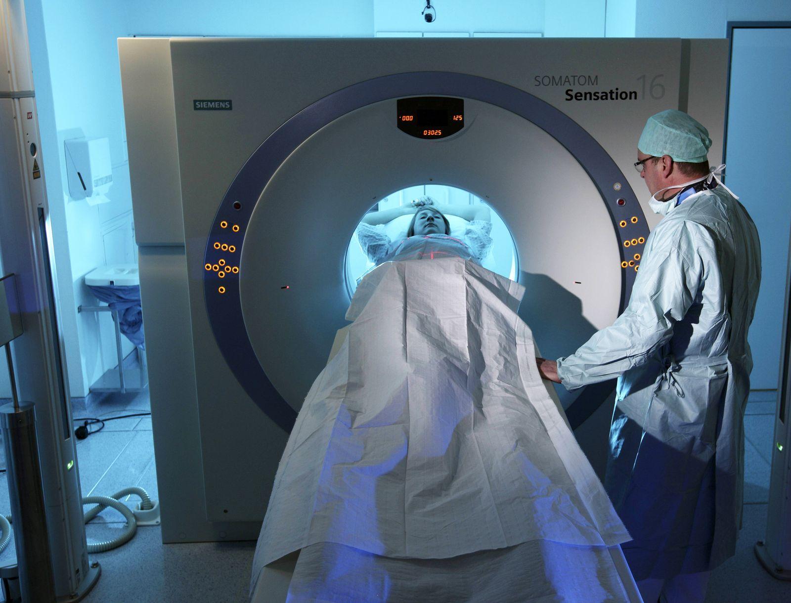 EINMALIGE VERWENDUNG Klinik / Deutschland / Computertomographie