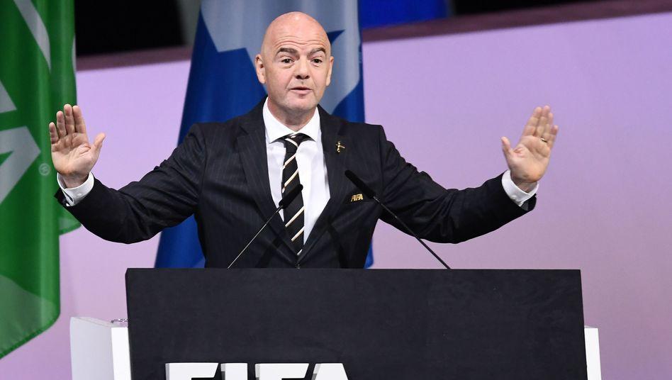 Fifa-Boss Gianni Infantino beschwichtigt