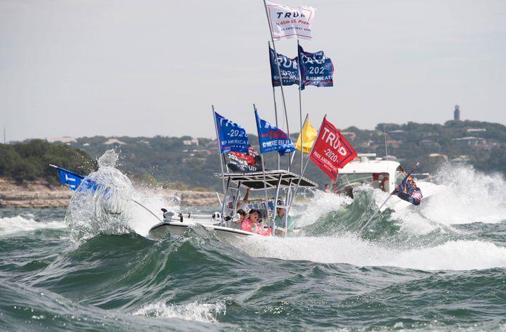 Pro-Trump-Flotte in Texas: Fünf Boote selbst versenkt