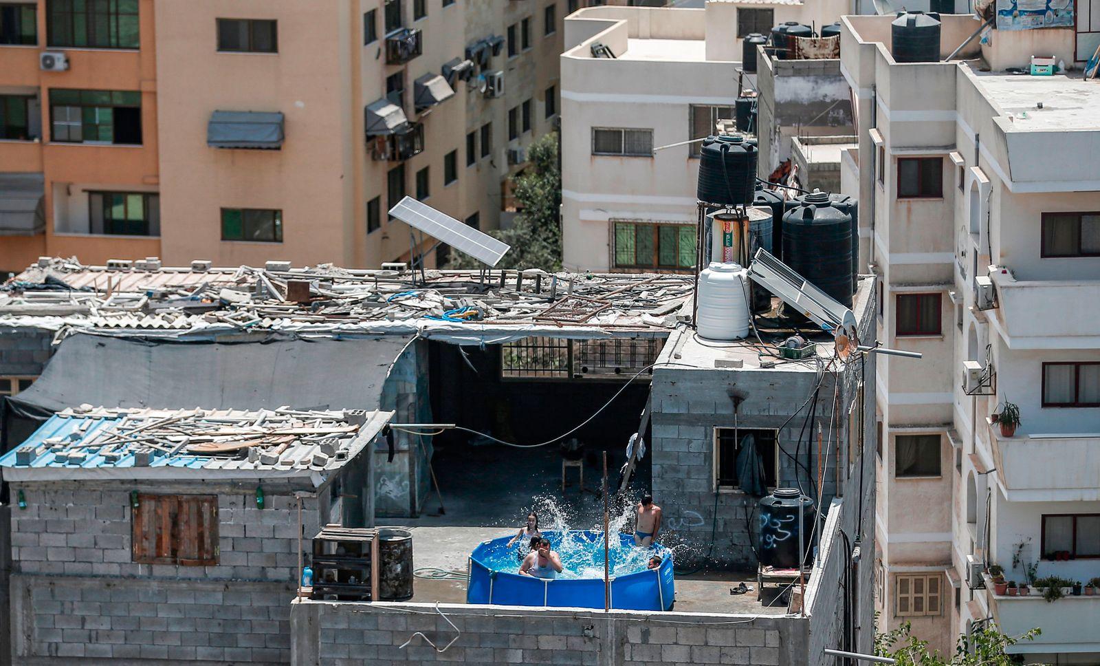 TOPSHOT-PALESTINIAN-GAZA-DAILY LIFE