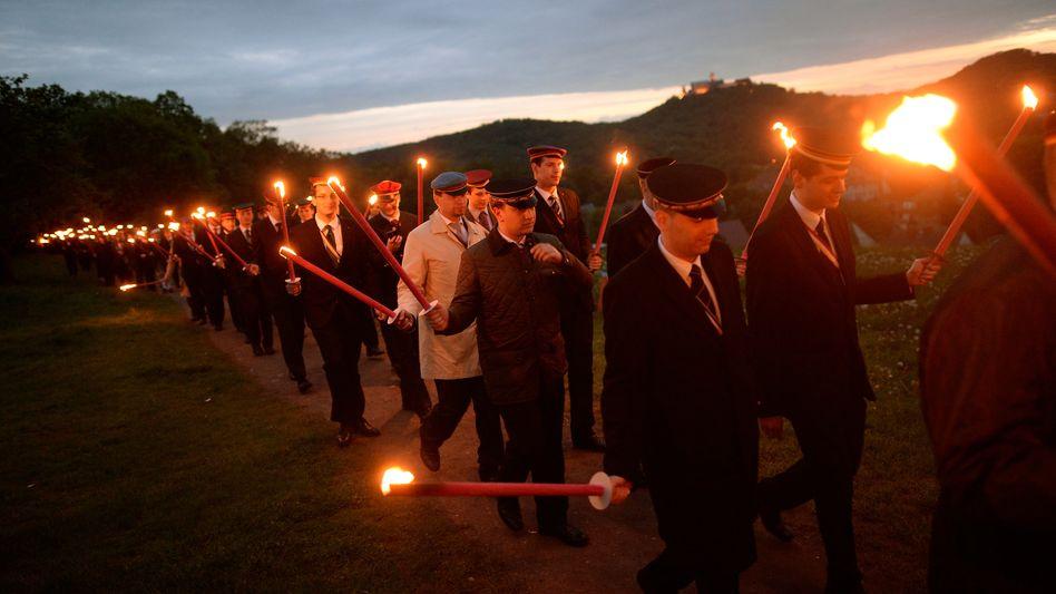 Burschenschafter bei einem Fackelzug in Eisenach (Archiv): AfD als politische Heimat?