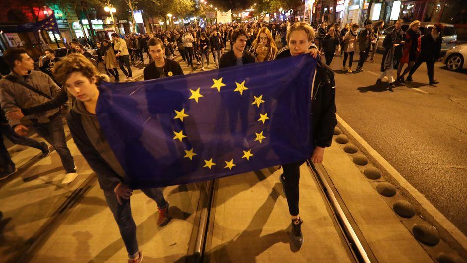 Demonstranten in Budapest protestieren gegen das Ungarische Hochschulgesetz