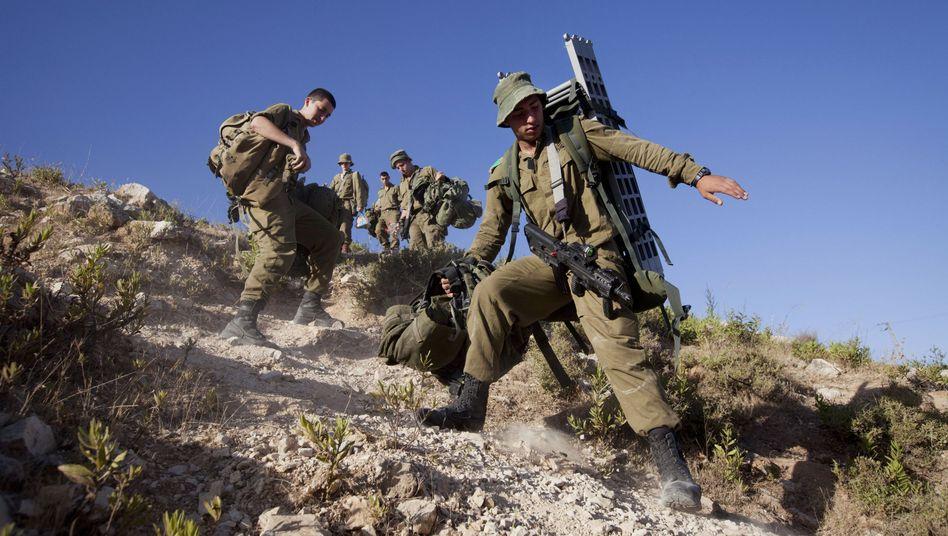Israelische Soldaten nahe Hebron: Intensive Suche nach vermissten Jugendlichen