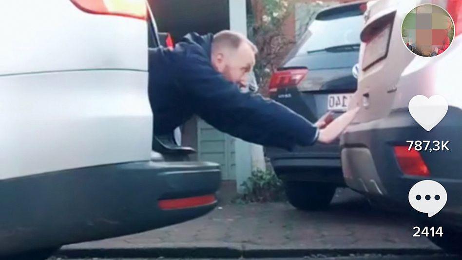 Ein Lehrer als Einparkhilfe: Ausschnitt aus einem Clip von Videomacher Basti