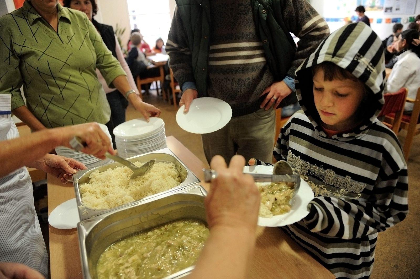 NICHT VERWENDEN Kinder / Armut / Tafel