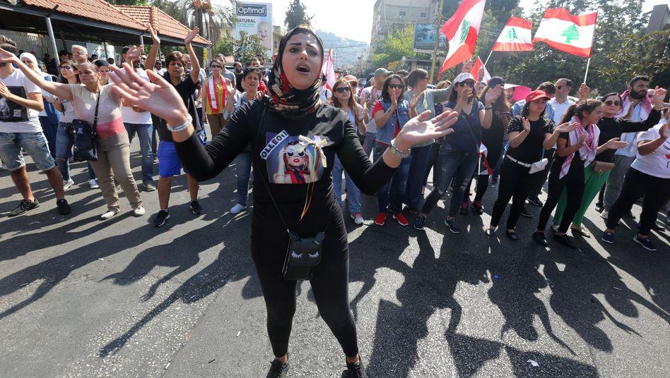 Demonstrierende in der libanesischen Stadt Tyros (am 22. Oktober): Sprechchöre gegen die Politik