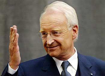 """Edmund Stoiber wirft der Regierung """"Unvermögen"""" im Umgang mit der NPD vor"""