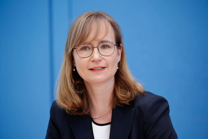 Will Ministerpräsidentin werden: Eva von Angern (Linke)
