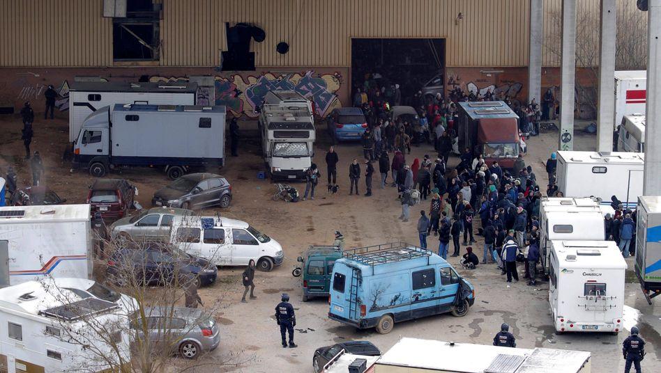 Illegaler Start ins Jahr: Rave in einer Lagerhalle bei Barcelona