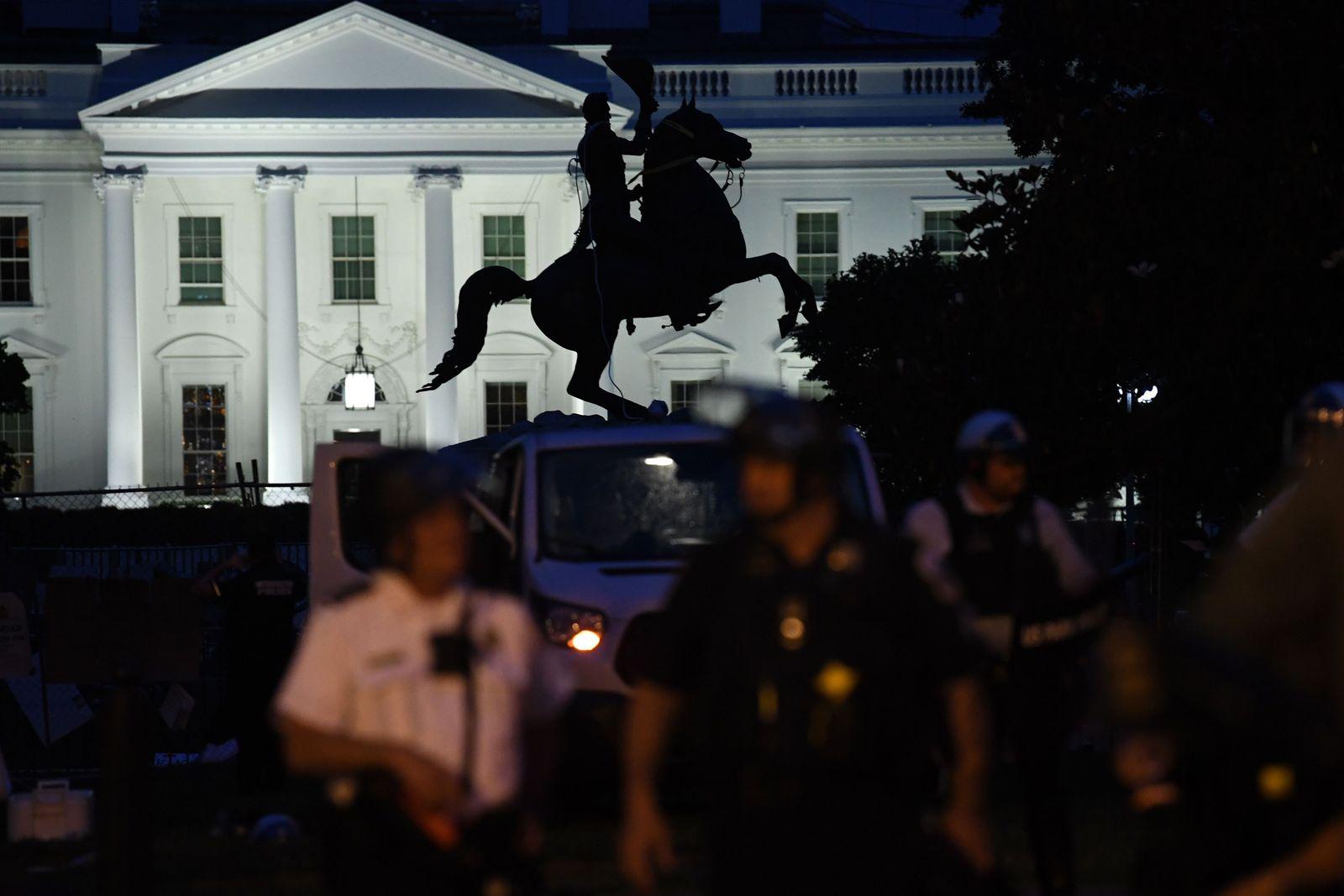 US-POLITICS-RACISM-UNREST-STATUE