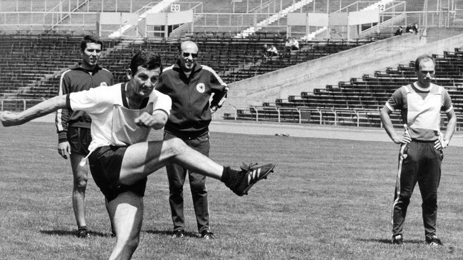 Ludwig Müller beim Training der Nationalmannschaft im Juni 1968