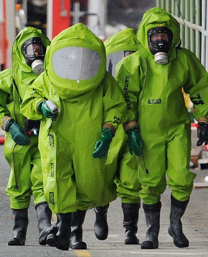 """Schutzanzüge: Laut """"Fox News"""" Handgepäck für die Apokalypse"""