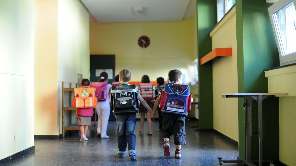 In drei Wochen ist Einschulung in Bayern, zum Glück hat mein Sohn den Drachen auf dem Schulranzen an seiner Seite.