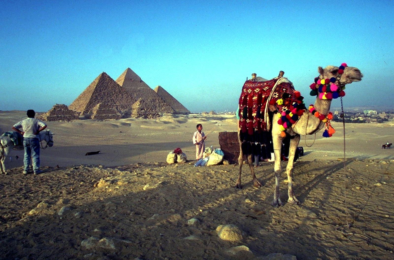 EINMALIGE VERWENDUNG Ägypten / Tourismus / Pyramiden