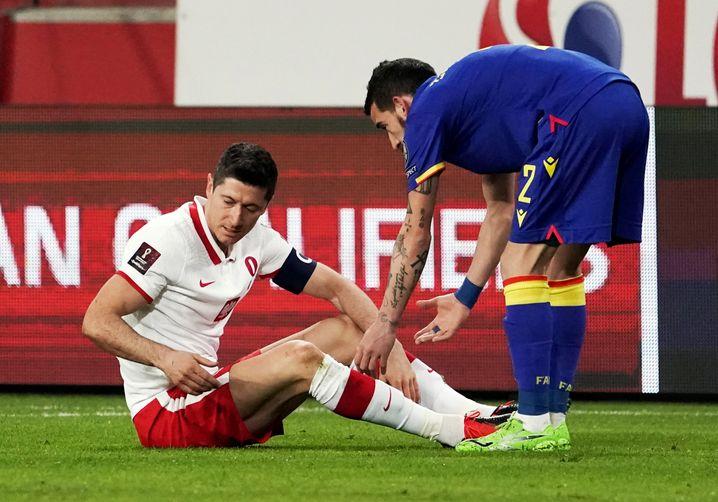 Robert Lewandowski (links) verletzte sich bei einem Länderspiel der Polen gegen Andorra