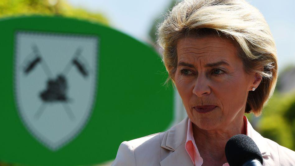 Ministerin von der Leyen: Imagepflege in der Kaserne von Franco A.