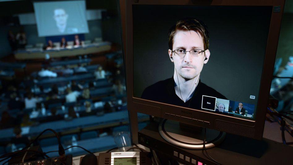 Video-Schalte mit Edward Snowden (Archivbild): Warten auf den Anruf der US-Behörden