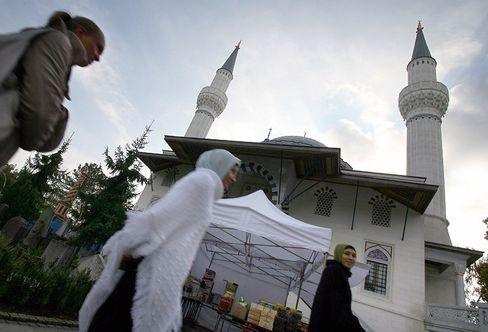 Weiter als gedacht: Tag der offenen Moschee in Berlin