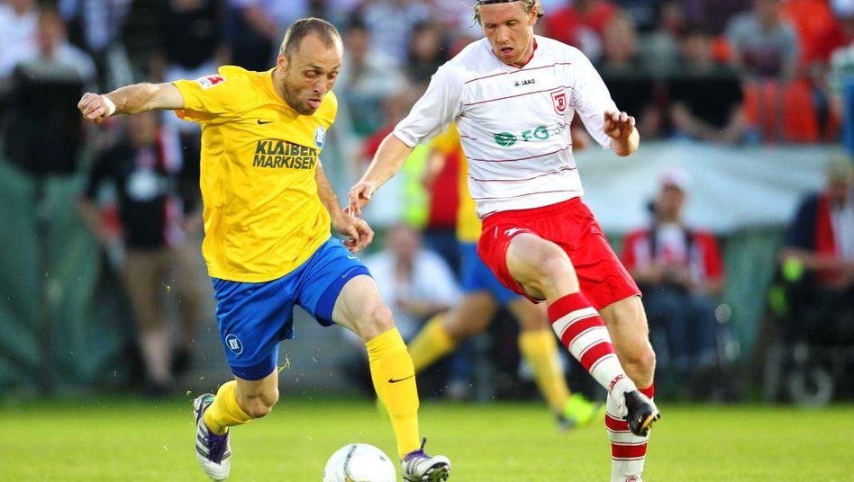 KSC-Profi Iashvili (l.): Remis im Hinspiel der Relegation