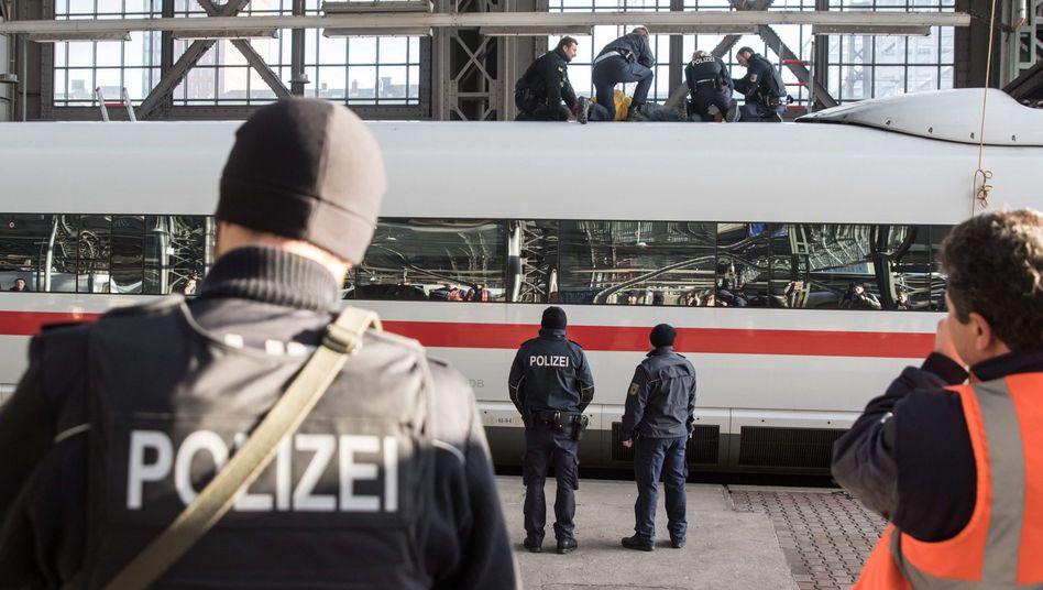 Festnahme auf ICE-Dach: Klimaaktivisten in Frankfurt