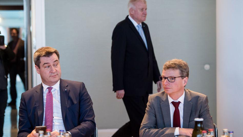 Markus Söder (l.), Bayerns Wissenschaftsminister Bernd Sibler 2018