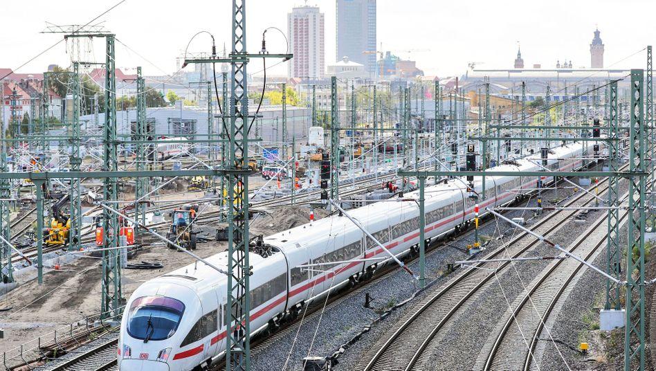 ICE bei Leipzig: Der Bundesrechnungshof kritisiert die Ausgabenpolitik der Bahn