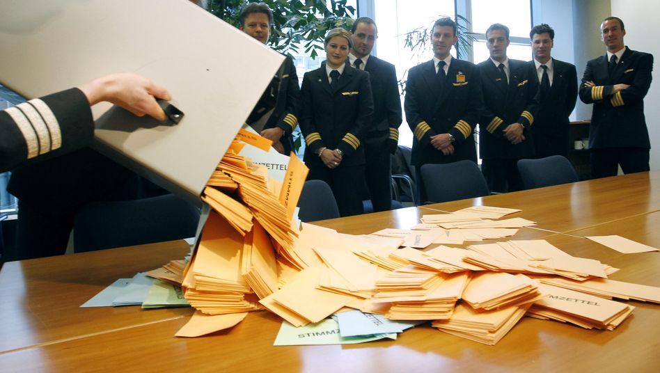 Stimmenauszählung der Pilotenvereinigung Cockpit: Mehr als 90 Prozent für Streik