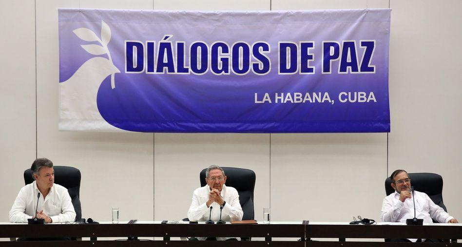 Kolumbiens Präsident Santos, Kubas Präsident Castro und Farc-Chef Londoño