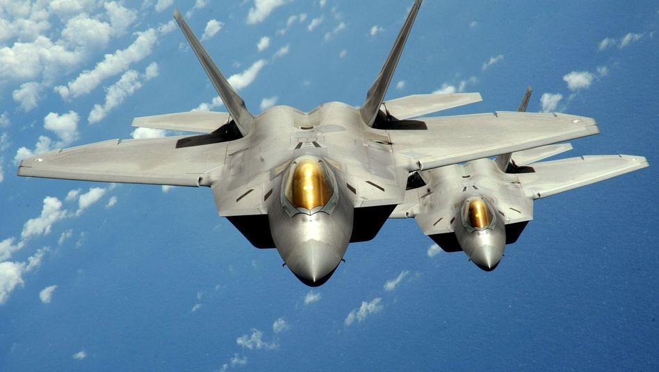 """F-22-Kampfjets: Kritiker nennen die """"Raptor"""" ein Relikt aus dem Kalten Krieg"""