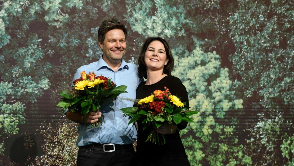 Robert Habeck und Annalena Baerbock führen die Partei nun für zwei weitere Jahre