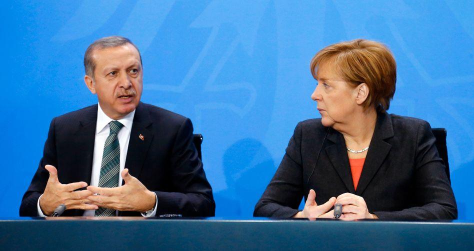 Merkel, Erdogan (im Februar 2014 in Berlin): Hofiert in der Flüchtlingskrise