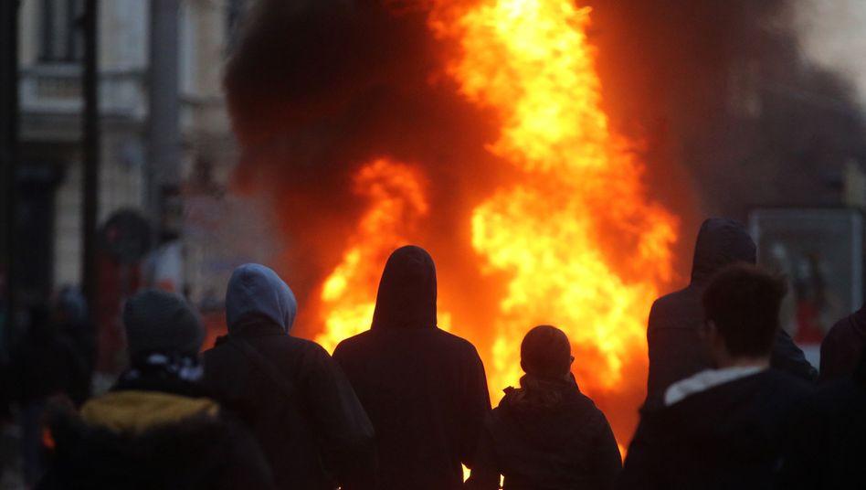 Krawalle in Leipzig: Linksautonome liefern sich Straßenschlachten mit der Polizei