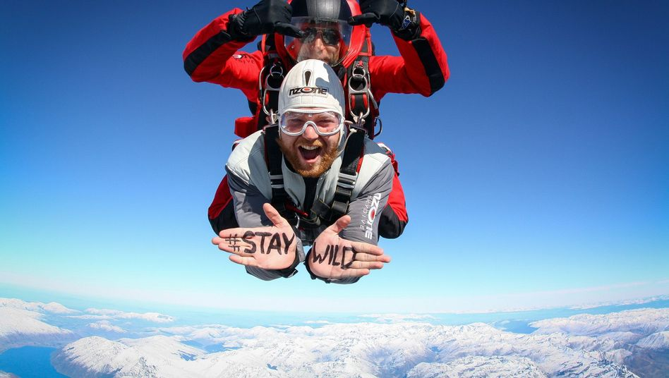 Adrenalinkick in Neuseeland: Blogger Sebastian Canaves im freien Fall
