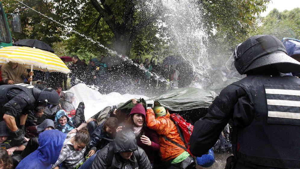 Photo Gallery: Police Crackdown in Stuttgart