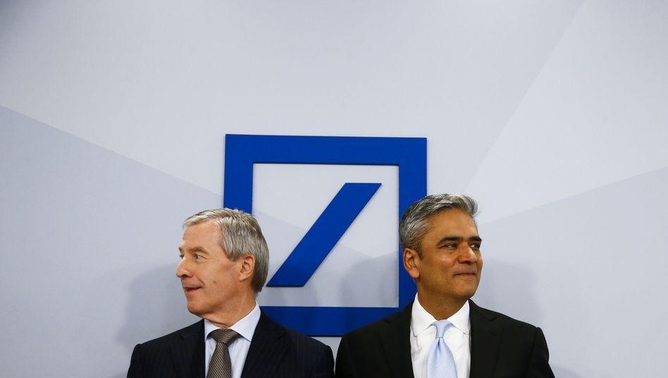 Deutsche-Bank-Chefs Fitschen (l.), Jain: Kaum Rendite für die Investoren