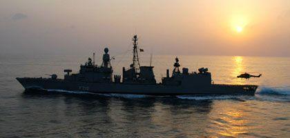 """Deutsche Fregatte """"Emden"""" (im Golf von Aden): Die Deutschen suchten nach einer sauberen Lösung - es entstand ein obskures Konstrukt, das juristisch sauber, aber wenig praktisch ist"""