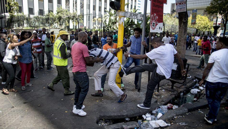 Einheimische gegen Einwanderer: Gewaltsame Krawalle in Südafrika