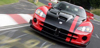 Serien-Sportwagen: Tom Coronel in seinem Dodge Viper SRT-10 ACR mit über 600 PS: Am 18. August 2008 stellte der Niederländer auf der Nordschleife einen neuen Rekord für Serien-Sportwagen. Die Zeit: 7:22,1 Minuten