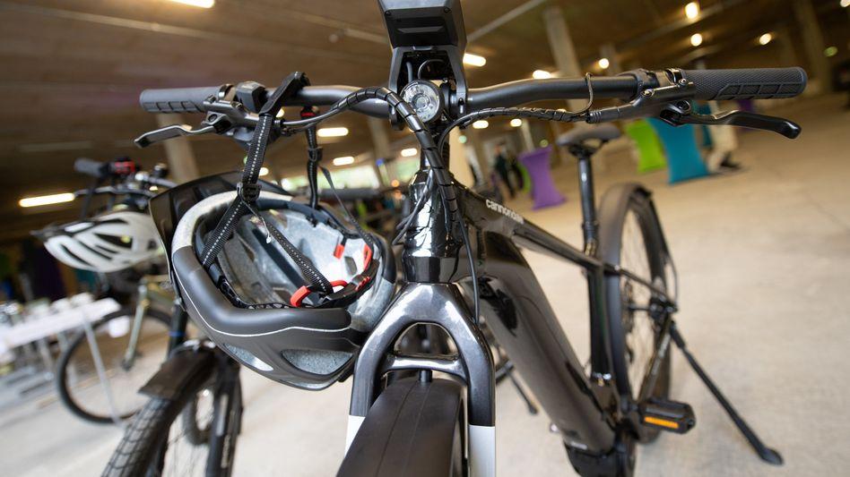 E-Bikes: »Die Fahrradhersteller kämpfen um jedes Rad, das sie bauen können«