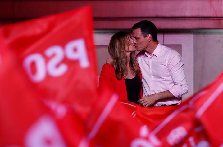 Pedro Sánchez mit seiner Ehefrau in Madrid