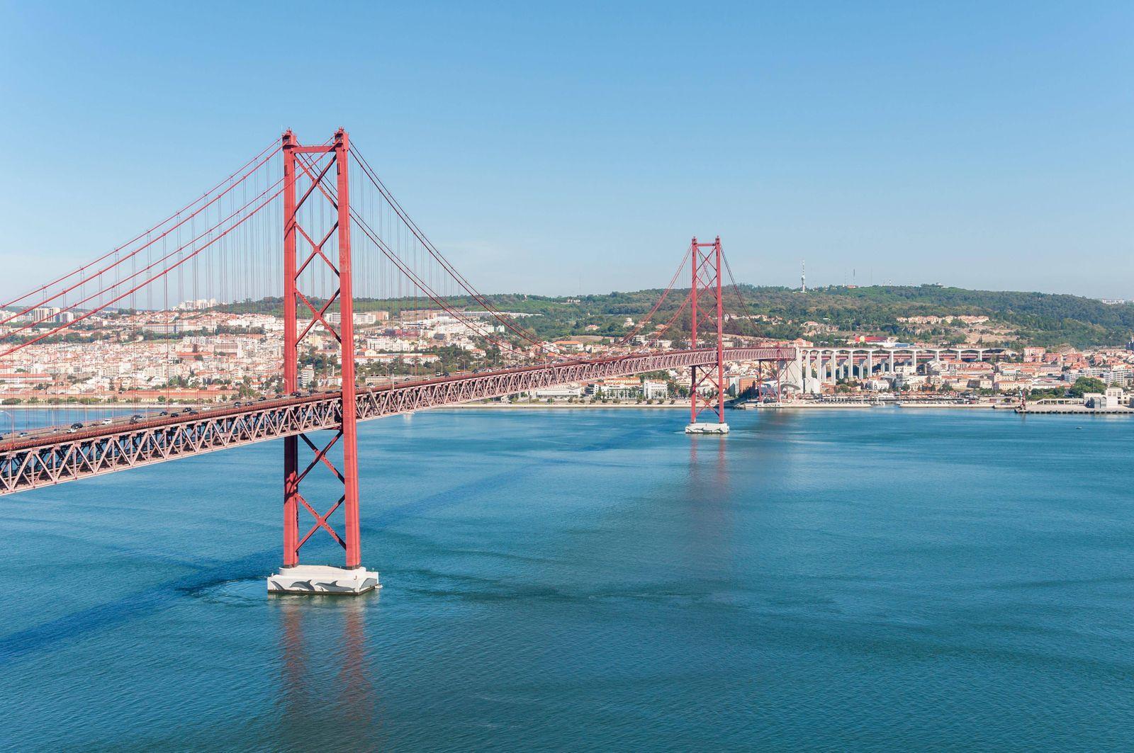 suspension bridge in lisbon PUBLICATIONxINxGERxSUIxAUTxONLY Copyright xmkos83x Panthermedia12463786