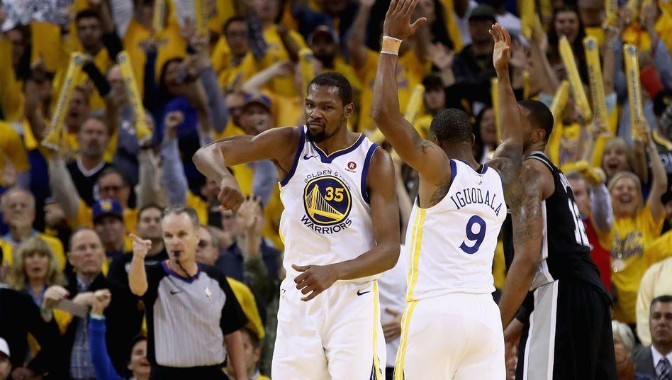 Fans jubeln Durant zu (Nummer 35)