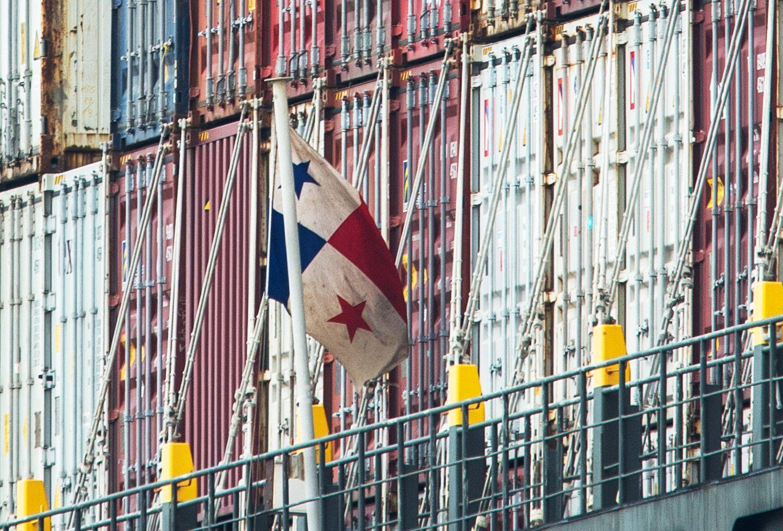 Containerschiff / Panama-Flagge