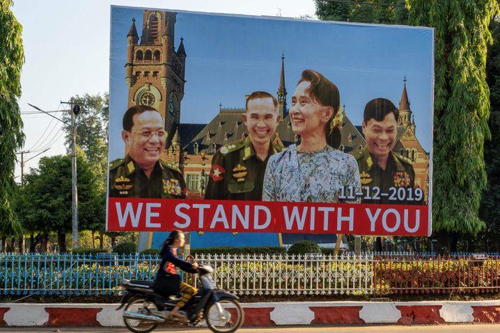 "Jubelplakate für Aung San Suu Kyi in Myanmar: ""Wir stehen Dir bei"""