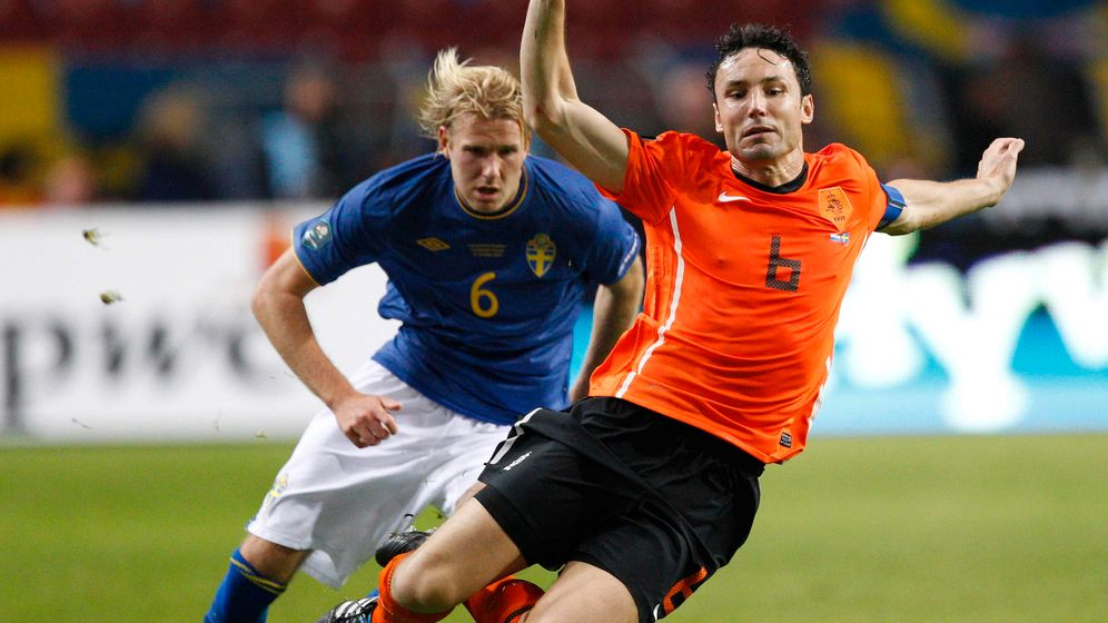 Verletzter Bayern-Profi: Van Bommel am Boden