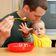 """Junge Väter in Elternzeit: """"Vereinbarkeit ist für Männer immer noch schwieriger"""""""