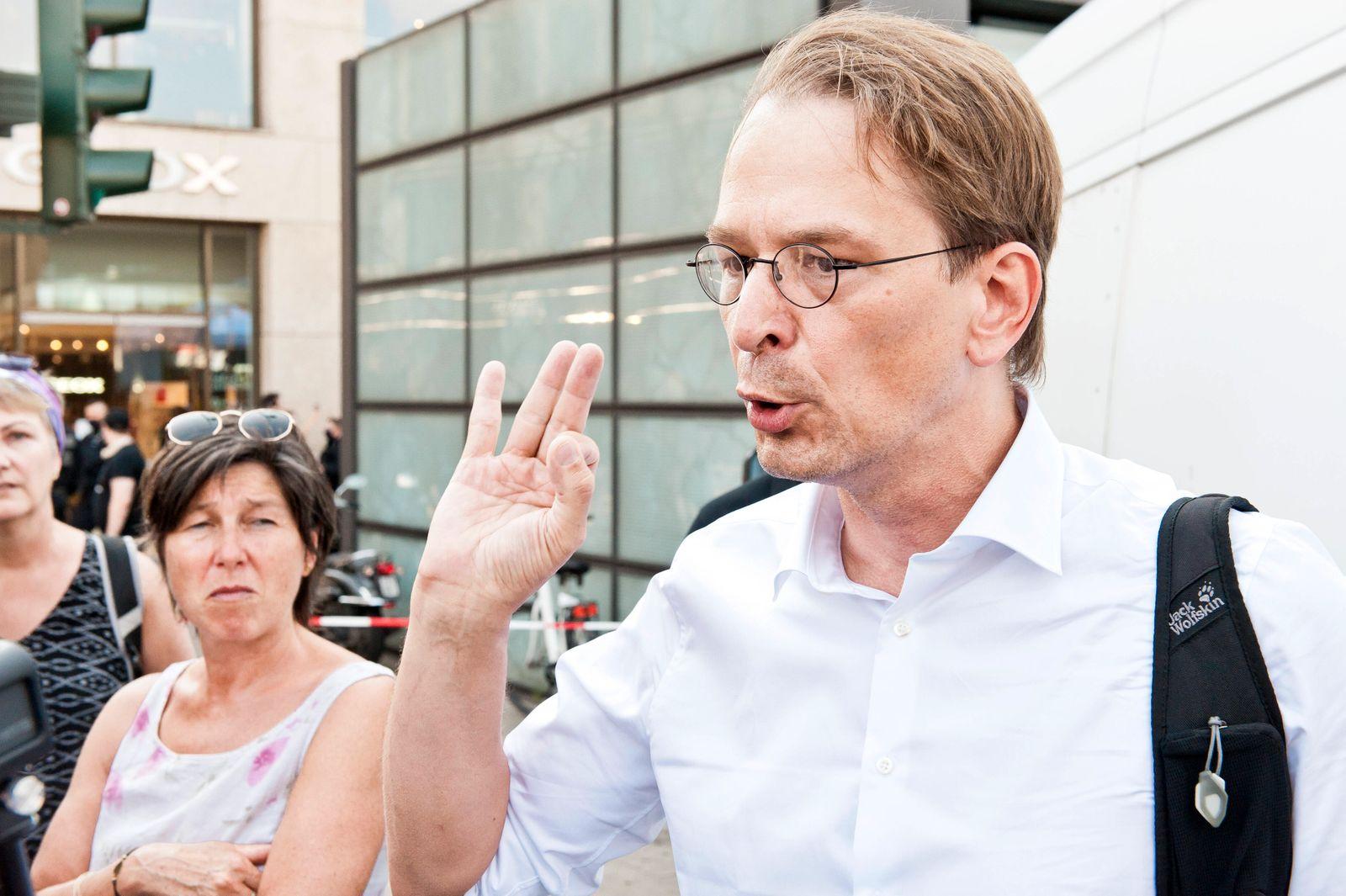 Dr. Bodo Schiffmann, HNO-Arzt der Schwindelambulanz Sinsheim Querdenker-Demonstration demonstrieren Protest protestiere